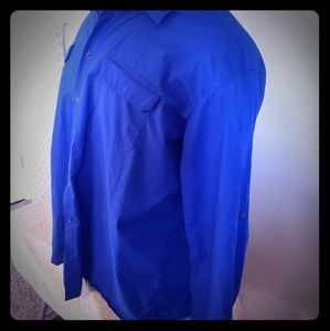 Casual men's L/S shirt with button to roll sleeves